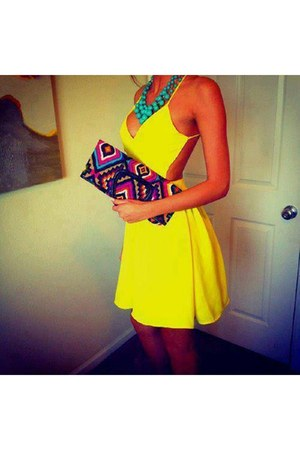 hot pink bohemian Stradivarius purse - yellow color Bershka dress