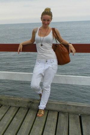 ivory pull&bear jeans - bronze seppala bag - eggshell New Yorker t-shirt