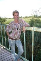 Bershka jeans - vintage belt - flower Vero Moda blouse - heart shaped Vero Moda