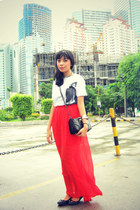 orange maxi skirt - white shirt - black flats