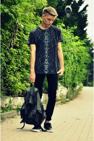 H&M shoes - H&M jeans - c&a bag - Zara t-shirt