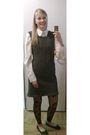 Gray-lana-grossa-model-dress-white-quelle-blouse-black-big-w-shoes-black-s