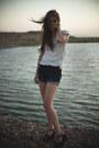 Navy-hight-waist-bdg-shorts-cream-sparkle-and-fade-shirt