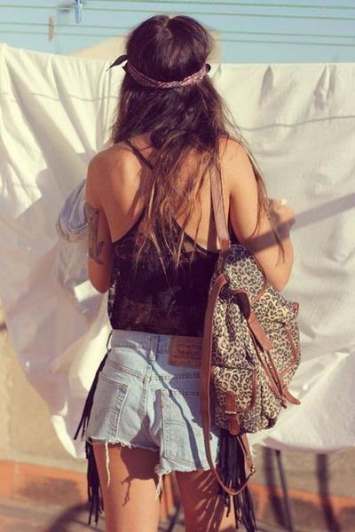 black shirt - brown bag - light blue shorts