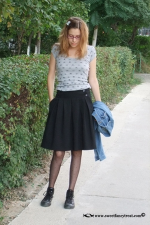 t-shirt - skirt - jacket - tights - shoes
