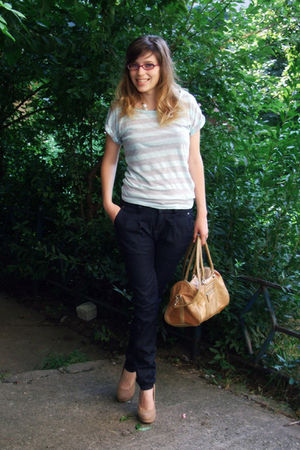 beige accessories - green t-shirt - blue jeans
