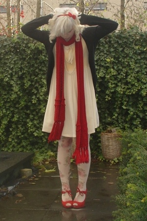 vintage dress - H&amp;M sunglasses - dept scarf - Miss Sixty tights - Nine West shoe