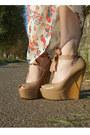 Nude-wedges-lanvin-heels-beige-floppy-topshop-hat