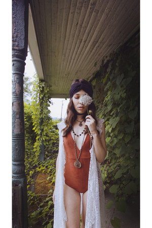 tawny suedette PYLO bodysuit - black turban Im With The Band hair accessory