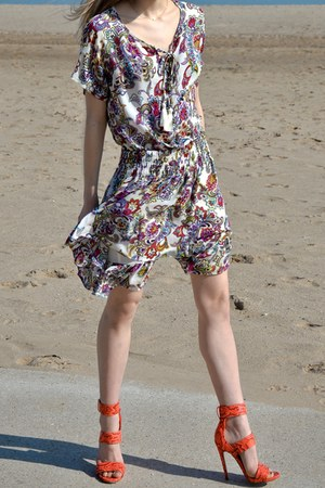 white paisley banana republic dress - carrot orange python Steve Madden heels