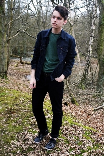 green cotton H&M t-shirt - navy denim Levis jacket - black corduroy H&M pants