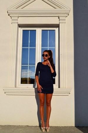 navy dress - sunglasses - off white heels