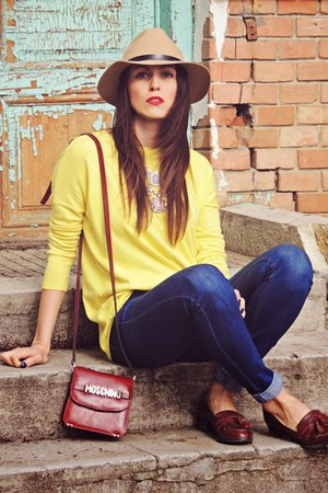 navy pull&bear jeans - camel Front Row Shop hat - yellow Zara sweater