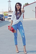 blue ripped Lovelyshoes jeans - off white Lovelyshoes t-shirt