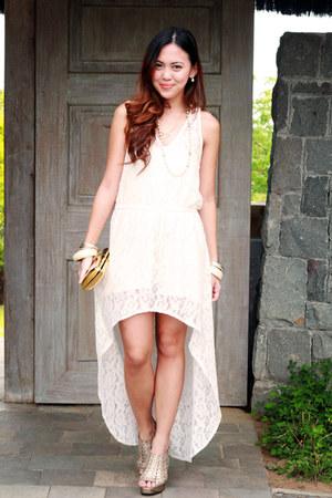 ivory lace Customized dress - camel metal Nava bag