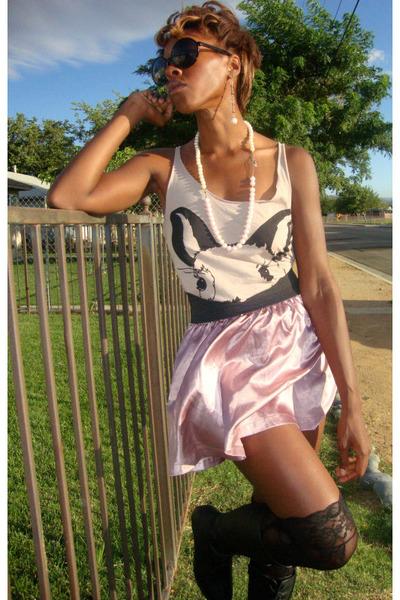 pink skirt - beige shirt