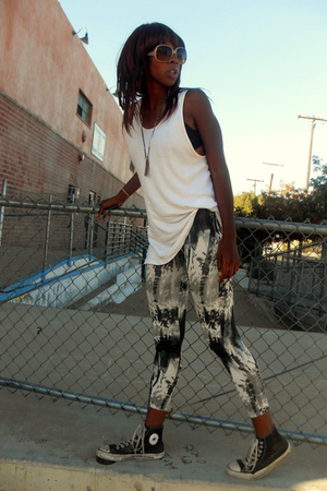 gray Forever 21 leggings - white Hanes top - chux  shoes