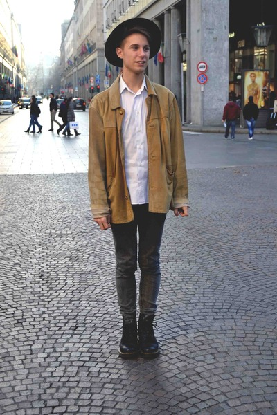 camel deer leather vintage jacket - black Dr Martens boots