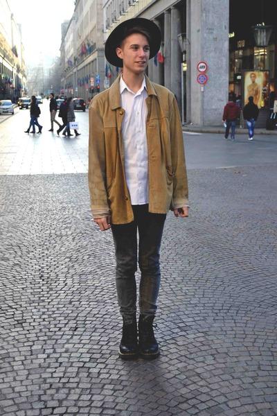 camel deer leather vintage jacket - black Dr Martens boots