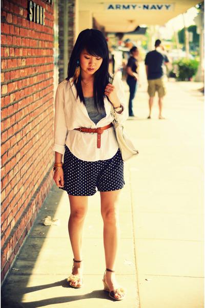 white American Eagle shirt - black cotton on shorts