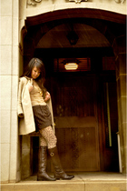 brown papaya shorts - beige DKNY blouse - brown Ross tights - brown Bandalino bo