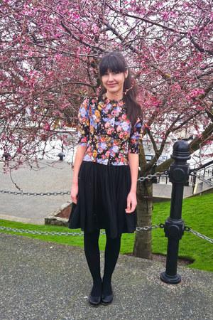 salmon floral print vintage blouse - black wool tights