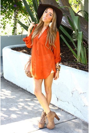 carrot orange HAUTE & REBELLIOUS blouse - tan Jeffrey Campbell boots