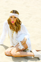 white lace HAUTE & REBELLIOUS shorts