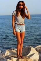 Zara shirt - Levis shorts - ray-ban sunglasses
