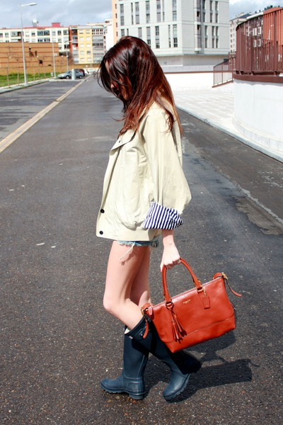 Hunter boots - Nautica jacket - coach bag - Zara shorts