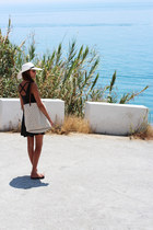 H&M dress - Oysho bag - Havaianas sandals