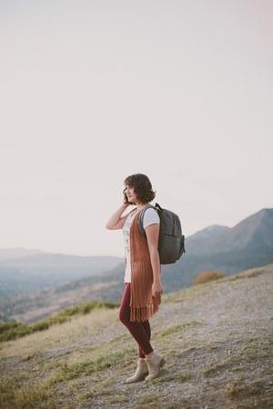 charcoal gray backpack TWELVElittle bag - white graphic tee BLANQI shirt