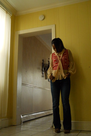 Levis jeans - Forever 21 vest - Forever 21 blouse - Nine West pumps