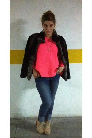 dark gray faux fur Primark coat - hot pink Primark sweater - camel heels