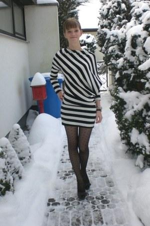 gray Zara heels - black dress