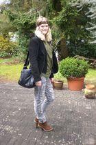 black H&M jacket - brown Deichmann shoes - gray H&M jeans