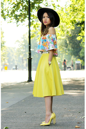 yellow asos heels - black asos hat - sky blue Boohoo top