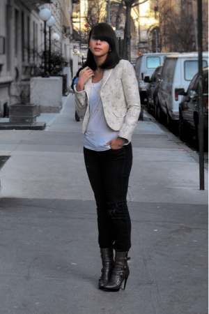 vintage blazer - lux uo jeans - Boutique 9 boots - Express t-shirt