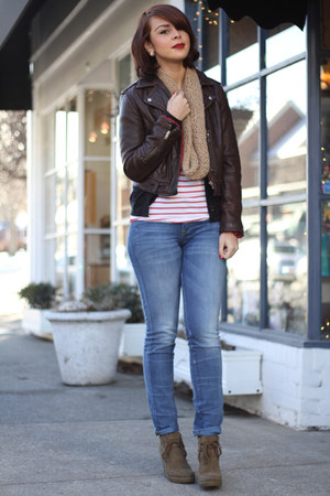 ruby red striped Gap t-shirt - camel wedged Nine West boots