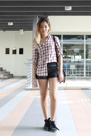 cotton Zara shirt - leather bag - sequin shorts