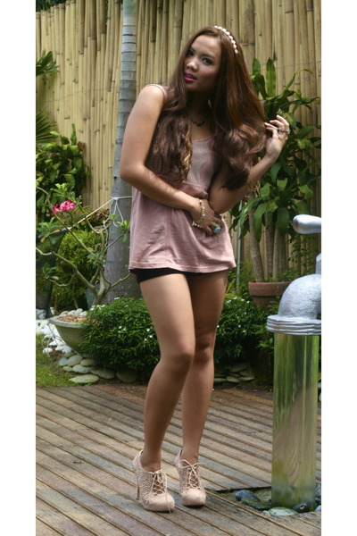 Topshop shorts - Topshop top - Aldo hair accessory - Miss Selfridge pumps