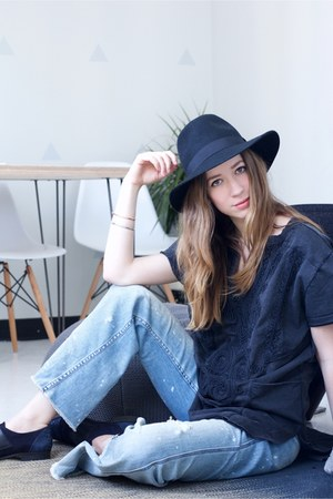 sky blue flare free people jeans - black Forever 21 hat - navy free people top