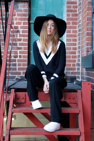 white Kwiss sneakers - black H&M hat - black OASAP sweater - black Aritzia pants