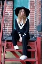 white Kwiss sneakers - black H&M hat - black OASAP sweater - black Aritzia pants