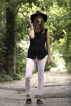 white Paige Denim jeans - black H&M hat - black sam edelman sandals