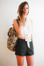 Light-yellow-vintage-bag-dark-green-leather-forever21-shorts