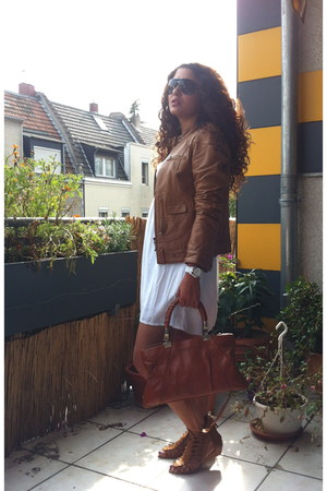 bronze leather Gipsy jacket - white cotten Zara dress - bronze Zara flats