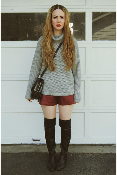 black gifted shoemint boots - heather gray gifted whyred sweater
