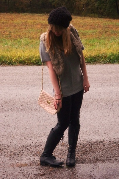 gray  t-shirt - black asos leggings - black Forever 21 boots - brown Forever 21