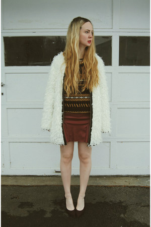 crimson Steve Madden wedges - white Miss KL coat - crimson Zara sweater